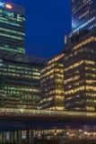 金丝雀码头,伦敦,英国夜视图  图库摄影