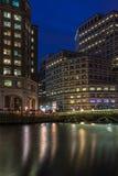 金丝雀码头,伦敦,英国夜视图  免版税库存照片