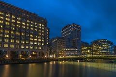 金丝雀码头,伦敦,英国夜视图  库存照片
