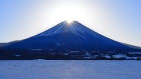 金刚石从'Fujigane'日本的富士山斯诺伊风景 股票录像