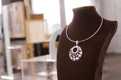 金刚石圆的花卉项链2 免版税库存图片