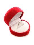 金刚石在心脏箱子的定婚戒指 免版税图库摄影