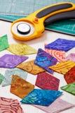 金刚石形状许多被切的绒头织物,逐个任意地被折叠 库存图片