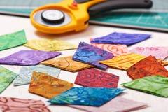 金刚石形状许多被切的绒头织物,逐个任意地被折叠 免版税库存照片
