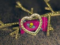 金刚石心脏和糖果在轻的背景 免版税库存照片