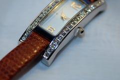 金刚石散布的手表 免版税库存照片