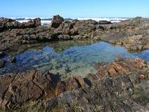 金刚石海滩有海浪的岩石池塘 图库摄影