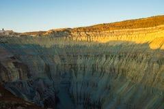 金刚石采矿坑在Aykhal,雅库特,俄罗斯镇  ALROSA 免版税库存照片