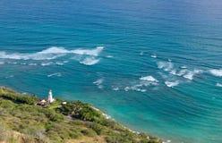 金刚石顶头灯塔和海岸线在奥阿胡岛 库存图片