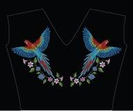 金刚鹦鹉与水仙,郁金香anfd百合花的ara鹦鹉 Embroid 库存图片