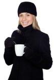 金发碧眼的女人喝热某事妇女 免版税库存图片
