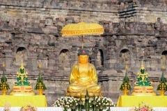 金在婆罗浮屠寺庙的菩萨雕象 免版税图库摄影