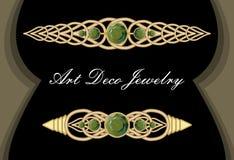 金在艺术装饰样式的领带夹,有绿色宝石smaragd的,豪华发夹文物的钩子 免版税库存照片
