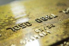 金子信用卡关闭  宏观射击智能卡,信用卡 免版税库存图片