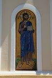 金子和有胡子的圣徒蓝色马赛克在希腊海岛上的 免版税图库摄影