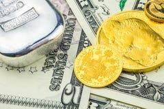 金子和银支持的美国美元 免版税库存照片