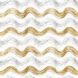 金子和银色波浪条纹的无缝的样式 库存图片