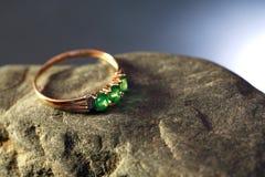 金子和绿宝石 免版税库存图片