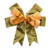 金子和绿色丝带为礼物盒鞠躬 库存图片