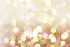 金子和紫色和红色抽象bokeh光, defocused背景 免版税库存照片