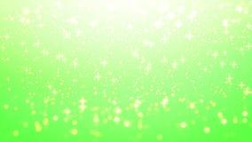 金子圣诞节背景,在绿色背景的星焕发与bo 免版税库存照片