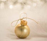 金子圣诞节装饰品 库存照片