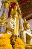 金子在Nakornpathom,泰国附有了菩萨雕象 库存图片