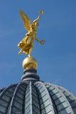 金子天使在德累斯顿 免版税库存照片