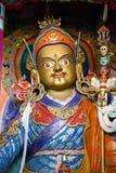 金子绘了宗师仁波切,在Hemis修道院, Leh区,拉达克,北部印度的Padmasambhava雕象  免版税库存照片