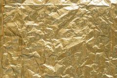 金子被弄皱的金属箔背景纹理 免版税库存图片