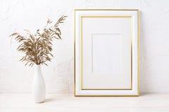 金子装饰了与干草的框架大模型 库存照片