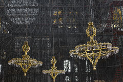 金子颜色枝形吊灯在Haghia索菲娅 免版税库存照片