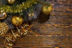 金子主题的圣诞节装饰 免版税库存照片