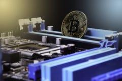 金子Bitcoin电子计算机处理器板 免版税库存照片