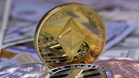 金子Ethereum硬币、美元ETH和票据转动 股票录像