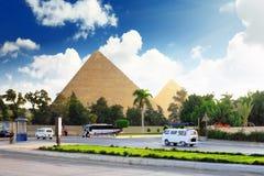 金字塔和当前天吉萨棉镇 库存照片
