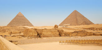 金字塔和狮身人面象在吉萨棉 埃及 库存图片