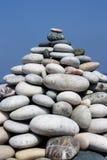 金字塔形状堆小卵石 免版税图库摄影