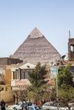 金字塔的看法在开罗 库存图片