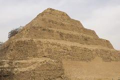 金字塔跨步 埃及的古老金字塔 世界的第七奇迹 古老巨石 免版税图库摄影