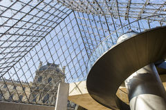 金字塔,天窗,巴黎,法国的楼梯 免版税库存图片