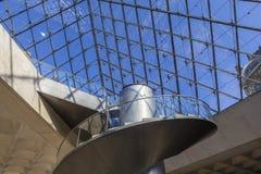 金字塔,天窗,巴黎,法国的楼梯 免版税库存照片