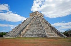 金字塔El卡斯蒂略,奇琴伊察,墨西哥 免版税图库摄影