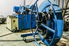 金属制品有现代电子设备工具的工厂车间,制造 库存照片