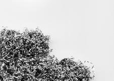 金属削片和小块堆的抽象背景  免版税库存照片
