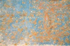 金属化与铁锈,高明和老宽松蓝色油漆纹理的门 建筑师,片断 库存照片
