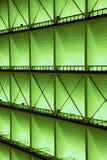 金属化内部的设计在一个现代大厦的,在绿灯 免版税库存照片