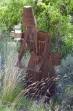 金属化收获五谷种子的妇女的雕塑 库存图片