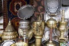 金属化盖印在摩洛哥市场,卡萨布兰卡的器物 库存图片