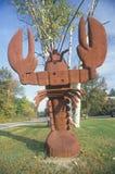 金属化龙虾的雕塑,风景路线153, NH 免版税库存图片
